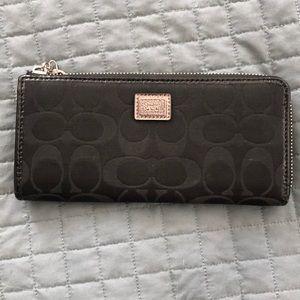 Coach wallet - black- perfect condition